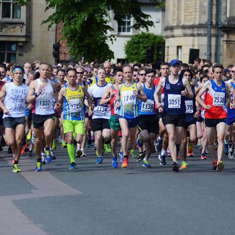 Running half marathon in Oxford town centre